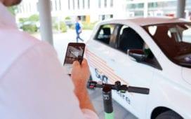 Tier-Roller sind künftig auch über Sixt buchbar. Foto: Sixt / Tier Mobility