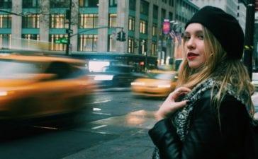 Eine neue App soll Fahrten nur an Frauen vermitteln. Foto: Julian Howard / Unsplash