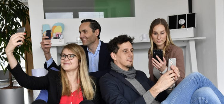 Sarah Göhler, Martin Sauer und Claudia Sagmeister aus dem Sharing-Team der MVG (vorne von links nach rechts) und Christof Schminke, Managing Director Commercial bei Trafi (hinten). Foto: MVG