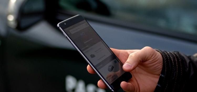 Per App werden Autos gesucht und angemietet. Credit: MOQO