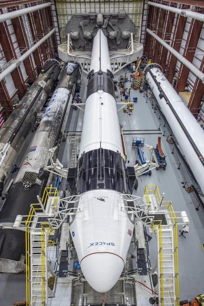 Die Falcon-9-Rakete mit dem Dragon-Modul von SpaceX. Foto: SpaceX
