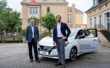 Heiko Müller, Bürgermeister der Stadt Falkensee, und Christoph Weigler, General Manager Uber Deutschland Foto: © Tanja M. Marotzke