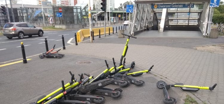 E-Scooter überfluten die Straßen – und stiften damit Unmut bei den Anwohnern.