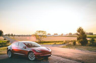 Tesla Foto by Vlad Tchompalov on Unsplash